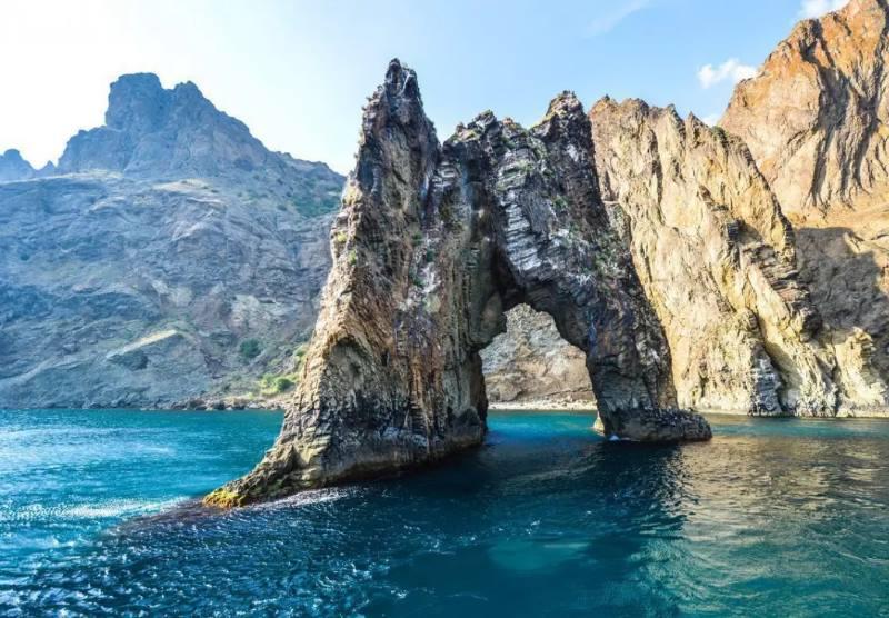 скальное сооружение от природы