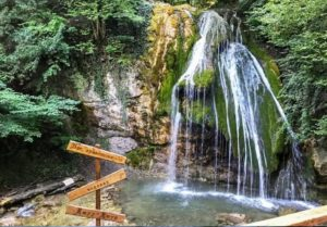 Водопад Джур-Джур – вечно-журчащий спрятанный в скалах