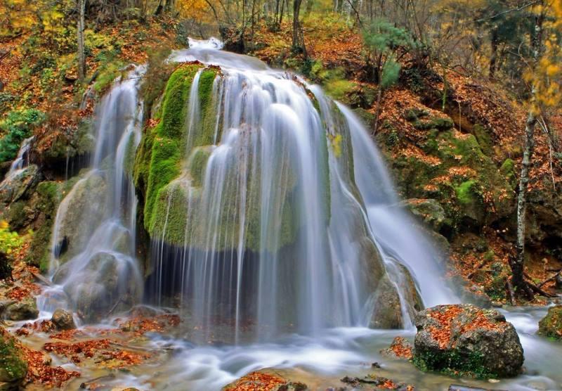 осенний вид на водопад