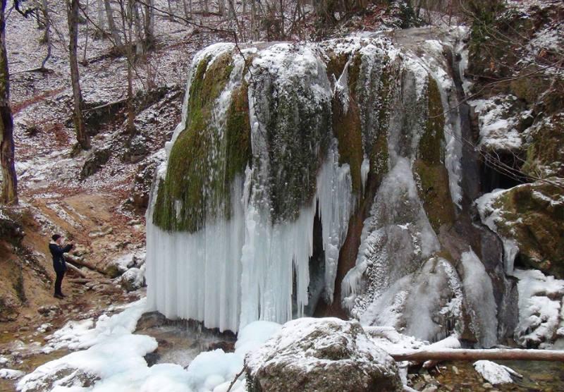 зимний вид на водопад