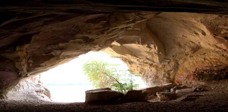 одна из крупнейших пещер в горе Ак-Кая